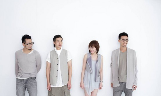 彭郁雯 yuwen peng 击鼓 drums - 林伟中 weichung lin 贝斯/口琴